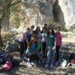 Un grupo escolar en una actividad de senderismo con Mountain Spirit