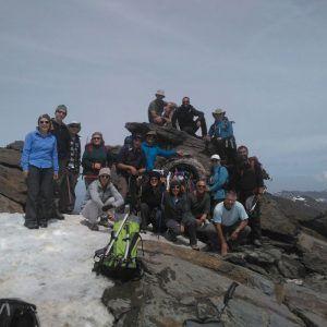 Grupo de personas coronando el pico Mulhacén