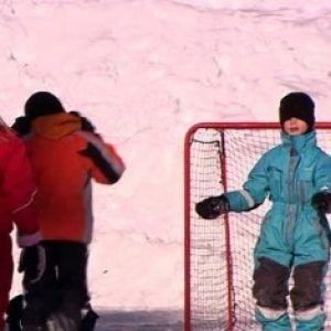 Niños juegan Snowball